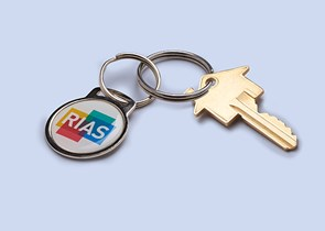 Set of keys with a Rias keyring on a blue background