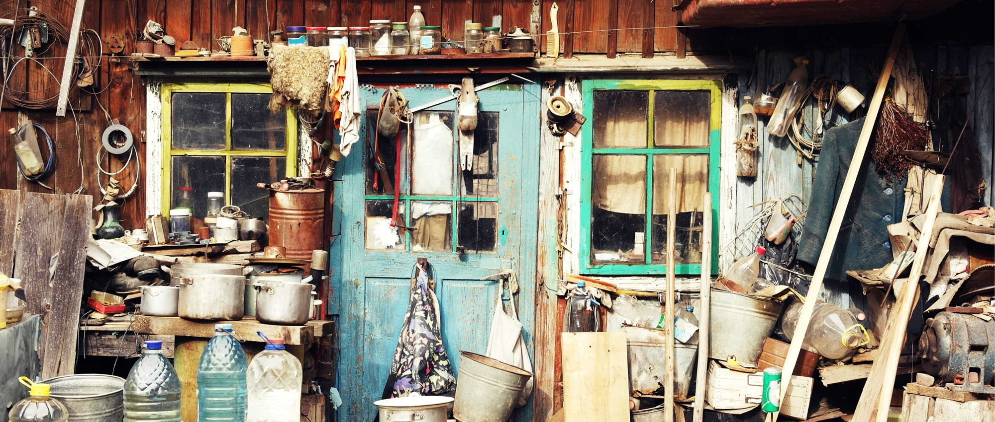 Clutter outside a house